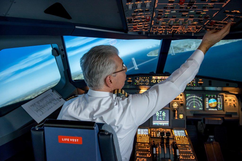 Syarat-syarat menjadi pilot dan hal-hal yang perlu diperhatikan untuk menjadi pilot
