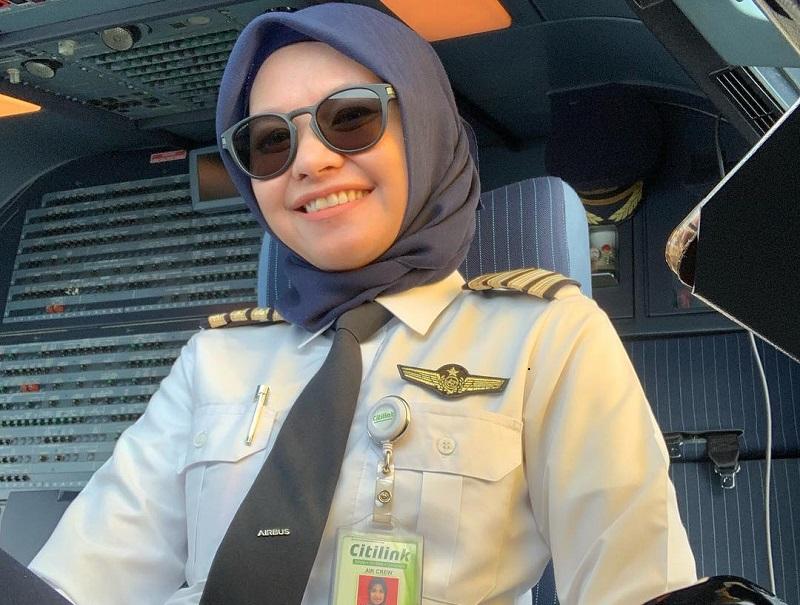 pilot wanita indonesia